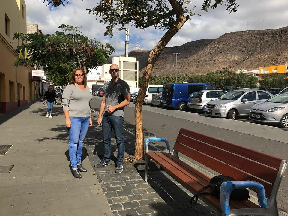 El Ayuntamiento de Pájara mejora las calles peatonales de Morro Jable con nuevo mobiliario urbano