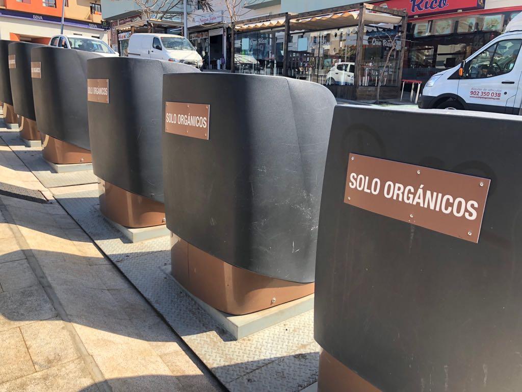El Ayuntamiento de Pájara instala carteles informativos en contenedores para reforzar el reciclaje de residuos