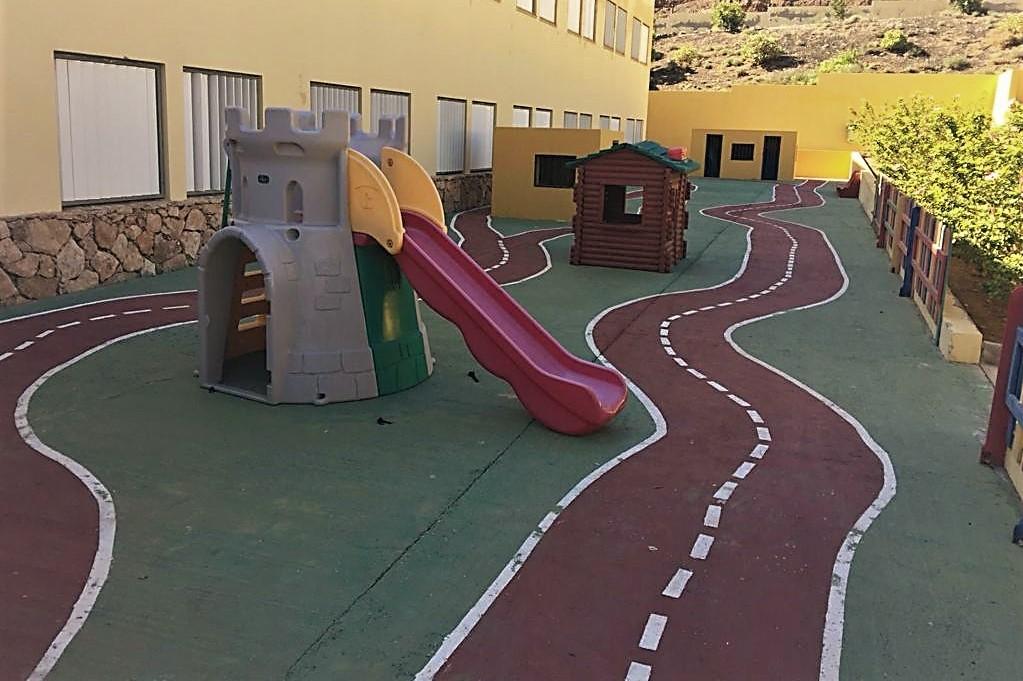 El Ayuntamiento de Pájara instala parques infantiles en los colegios de Costa Calma, El Ciervo y La Lajita