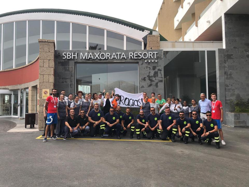 Los bomberos de la Isla que ayudaron a sofocar el incendio de Gran Canaria descansan en el municipio de Pájara
