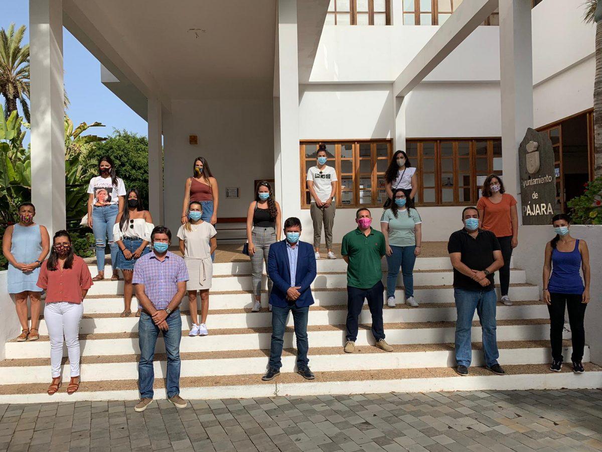 El grupo de gobierno de Pájara recibe a los nuevos estudiantes en prácticas