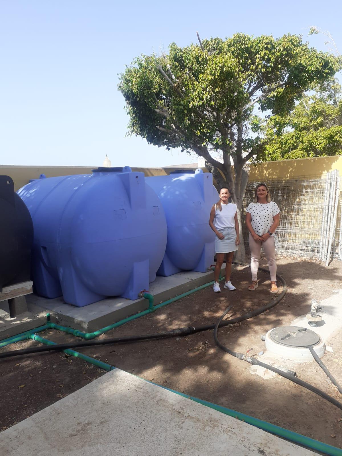 Pájara instala dos nuevos depósitos para garantizar el suministro de agua en el colegio de La Lajita