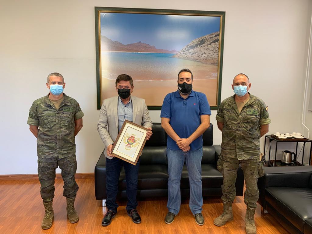 Pájara se reúne con el Regimiento Soria 9 para estudiar la posibilidad de celebrar la FudeNaS en octubre